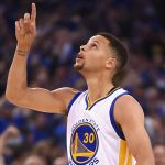 NBA – Top 10 de la nuit : Pour Stephen Curry, la ligne à 3 points commence à partir du logo central