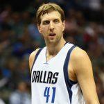 NBA – Dirk Nowitzki rempile à Dallas en baissant son salaire