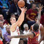 NBA – Lauri Markkanen a tapé dans l'oeil de LeBron James