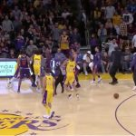 NBA – Un joueur des Lakers a discuté avec Lonzo Ball à propos de l'altercation face aux Suns