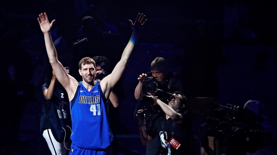 hommage parquet dirk dallas mavericks