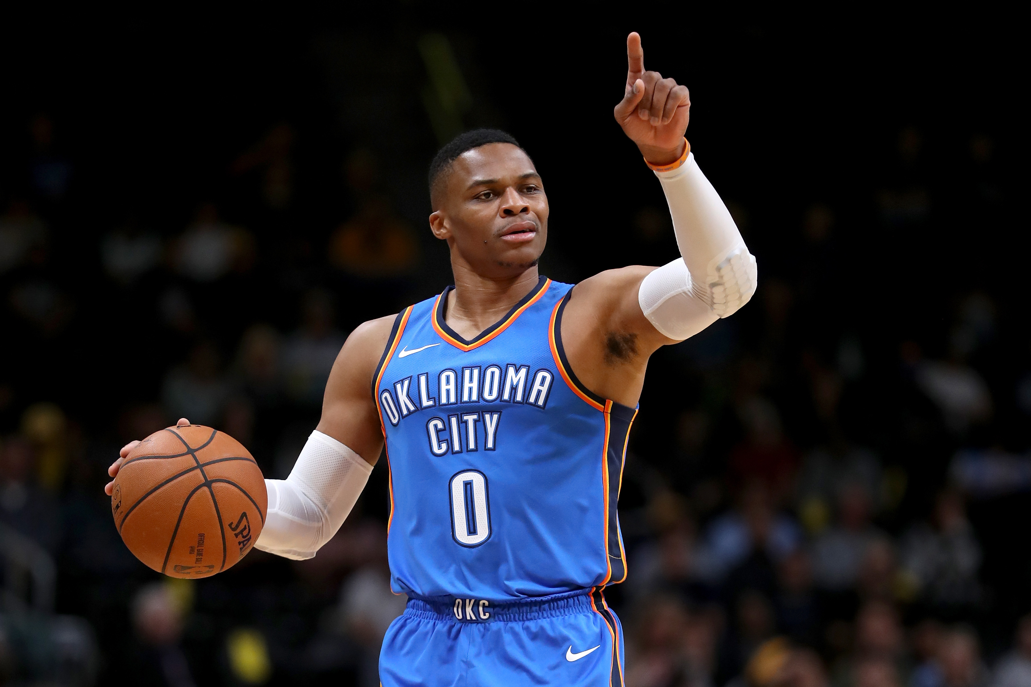 NBA - Top 10 de la nuit : Le dunk colossal de Russell ...