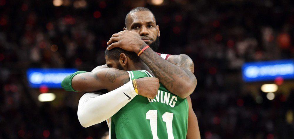LeBron James et Kyrie Irving sont amis, mais il y a eu des complications entre eux.