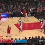 NBA – Le crossover assassin de James Harden sur Wesley Johnson