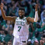 NBA – Jaylen Brown plus jeune joueur des Celtics à scorer 30 points en playoffs