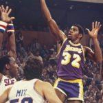 NBA – Le jour où Magic, meneur rookie, jouait pivot en Finales… et laminait les 76ers