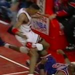 NBA – 20 mai 1994 : Pippen envoie Pat Ewing 3 mètres derrière le cercle !