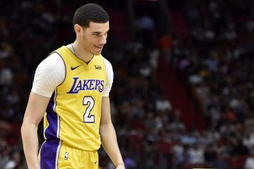 Lonzo Ball sous le maillot des Lakers.