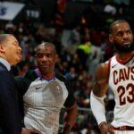 NBA – Quand LeBron et Kyrie se sont faits piteusement recadrer par… Lue