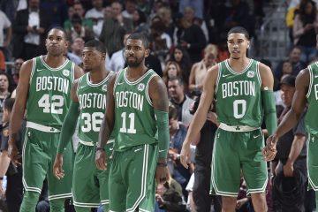 Al Horford, Marcus Smart, Kyrie Irving, Jayson Tatum et Jaylen Brown sous le maillot des Celtics.