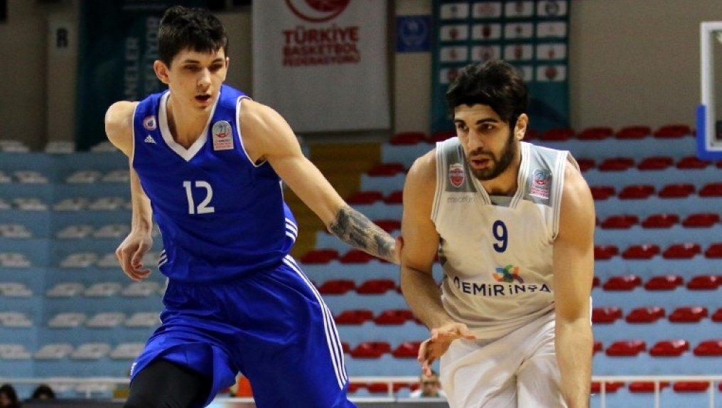 Burak Can Yildizli sous le maillot du Demir