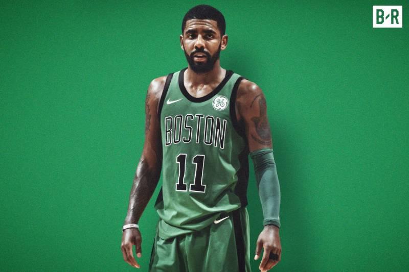 Kyrie Irving sous le maillot rétro des Celtics