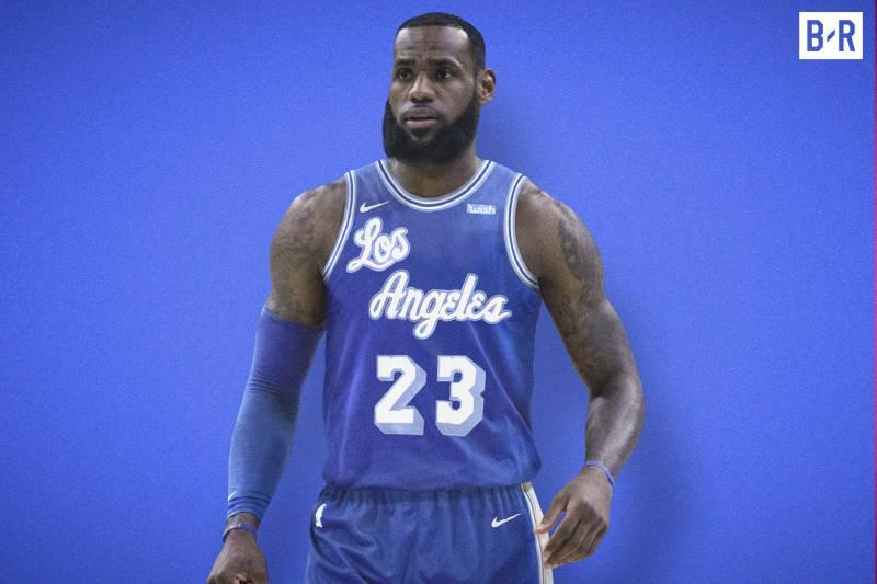 LeBron James sous le maillot rétro des Lakers