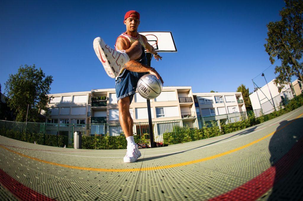Brisco en show de basket freestyle
