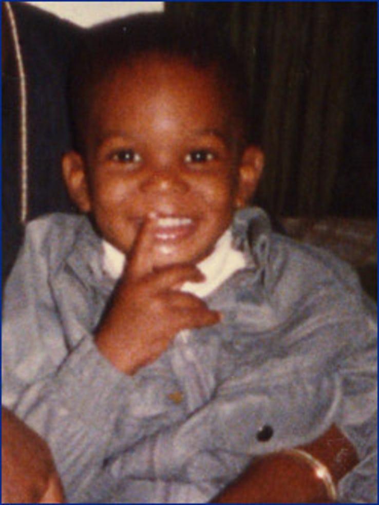 Chris Bosh, tout sourire, enfant.