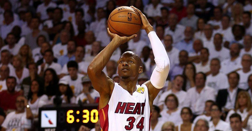 Ray Allen au shoot sous le maillot du Heat.