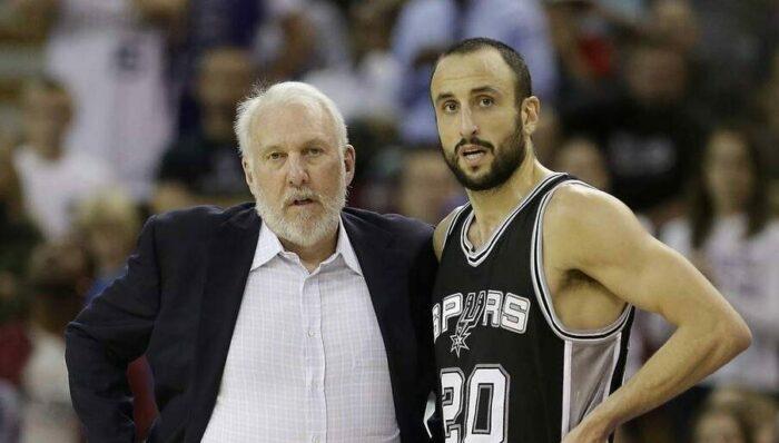 Gregg Poppovich et Manu Ginobili lors d'un match des Spurs.