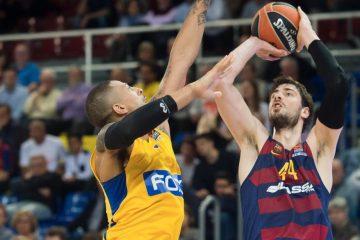 Ante Tomic en plein tir sous le maillot du Barcelone Lassa