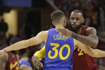 Accolade entre Steph Curry et LeBron James