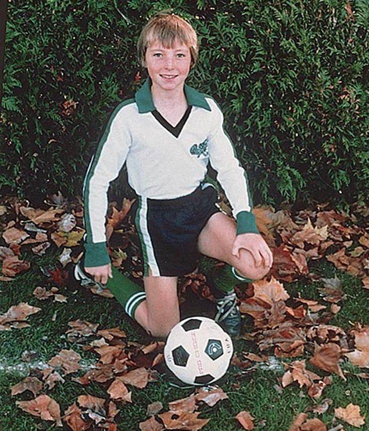 Steve Nash, agenouillé, enfant.