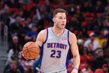Blake Griffin, balle en main, sous le maillot des Pistons.