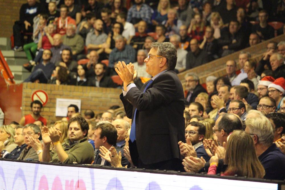 Hervé Beddeleem applaudit son équipe