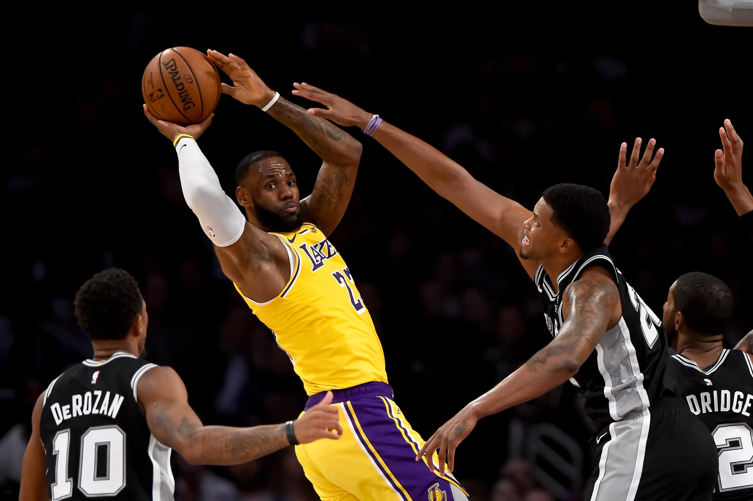 LeBron James face aux San Antonio Spurs