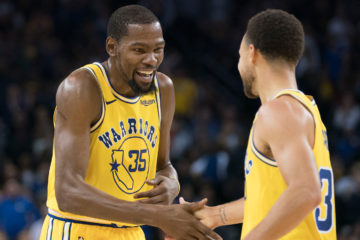 Stephen Curry et Kevin Durant laughing