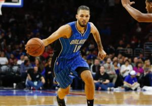 Evan Fournier balle en main sous le maillot du Orlando Magic en NBA