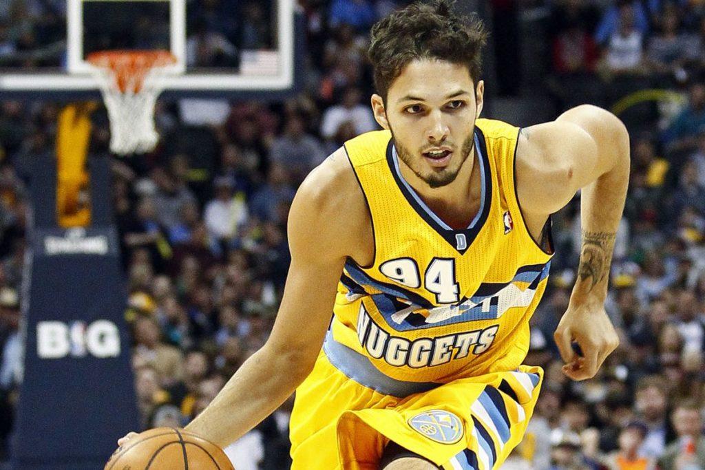 Evan Fournier à l'attaque sous le maillot des Denver Nuggets en NBA