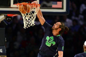 Joakim Noah plante un dunk lors du All-Star Game avec la conférence Est en NBA.