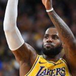 NBA – Quand LeBron James se transforme en Stephen Curry à l'échauffement