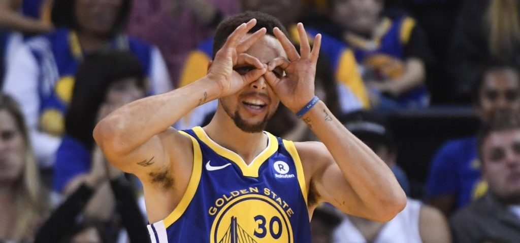 Curry sous le maillot des Warriors