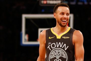 Premier de ce Top 5 de la nuit, Stephen Curry est toujours le spécialiste des shoot à 3 points contestés