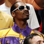 NBA – Insolite : Quand Snoop Dogg claque un dunk après avoir reçu le maillot de LeBron James