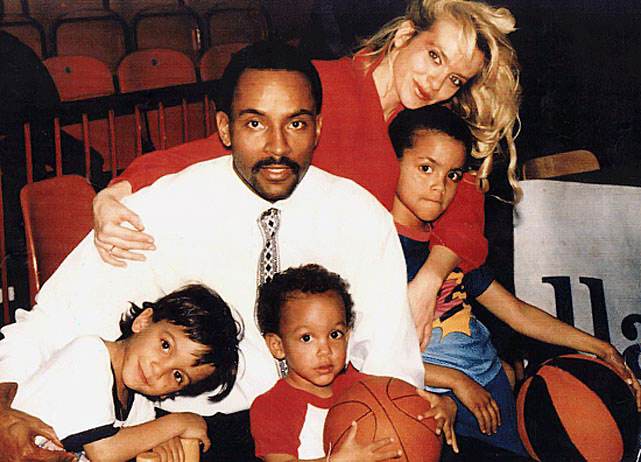 Tony Parker avec son père, sa mère et ses deux frères