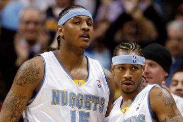 Allen Iverson aux côtés de Carmelo Anthony sous le maillot des Denver Nuggets