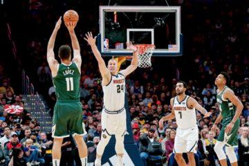 Brook Lopez shoot à trois points