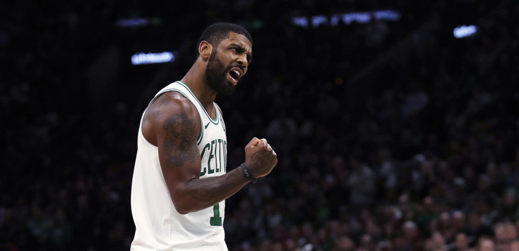 Kyrie Irving le point serré