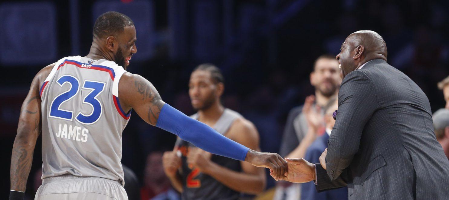 Pour avoir dépassé Wilt Chamberlain au record de points inscrits en carrière, LeBron James a eu droit aux félicitations de Magic Johnson