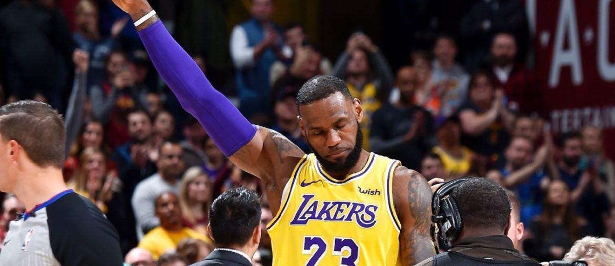 outlet store 5c5df 57bd6 NBA – Le magnifique geste de LeBron James qui émeut une femme aux larmes