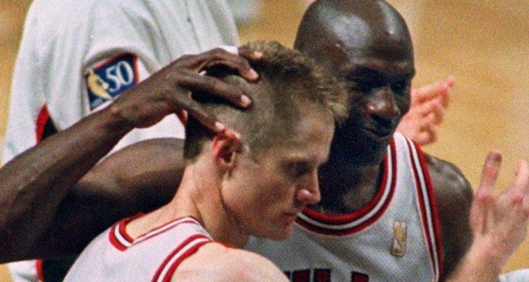 Les tensions sont monnaie courante dans les vestiaires des franchises NBA. Steve Kerr revient sur son altercation avec Michael Jordan