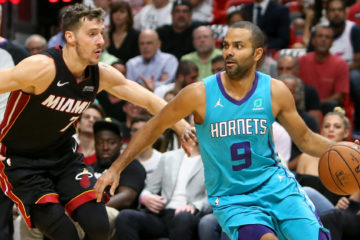 Tony Parker avec le maillot des Hornets