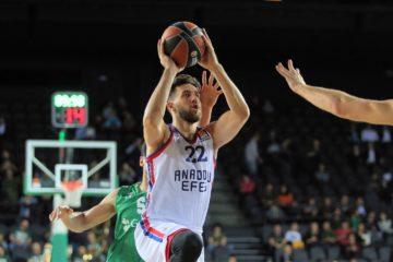 5 victoires de rang derrière son arrière serbe