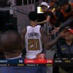 NBA – Quand John Collins heurte accidentellement un fan au visage