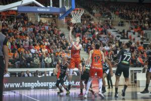 LFB – Lyon sort victorieux face à Bourges et reprend la première place