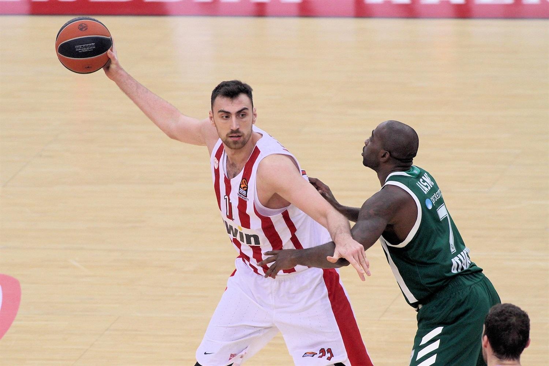 18 points, 18 rebonds pour le serbe