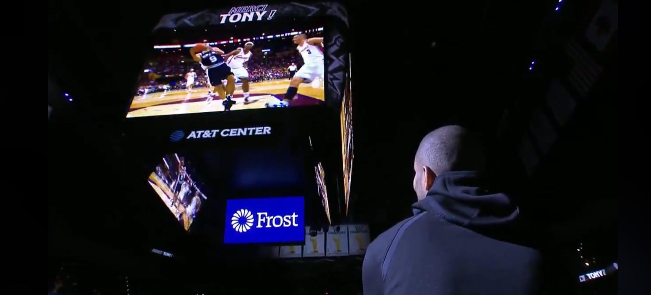 Tony-Parker-Hommage-Spurs-Ovation