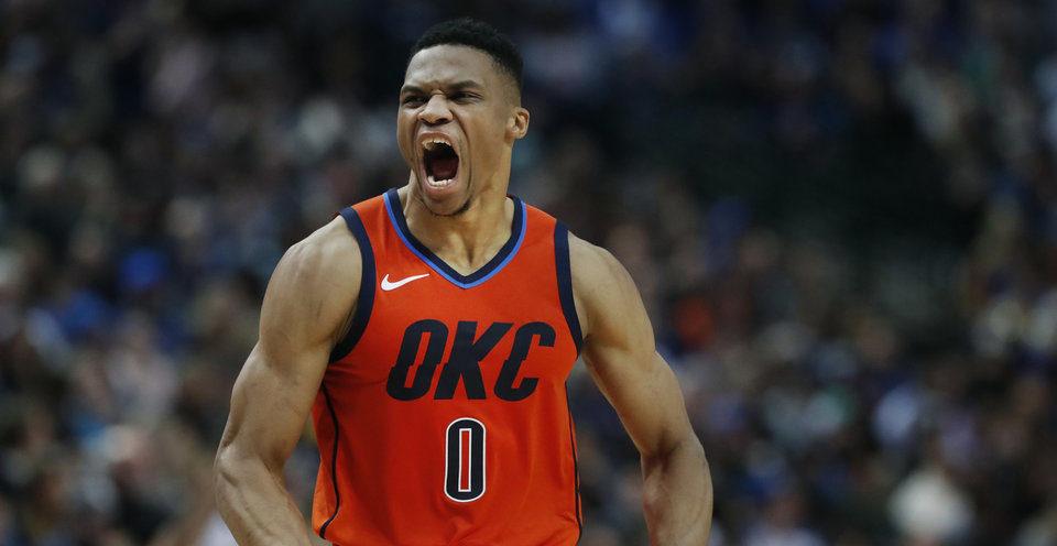 Russell Westbrook réagit à une action du Thunder face à Dallas