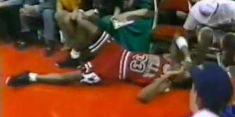 Dennis Rodman s'est rendu coupable d'une vilaine faute sur Scottie Pippen lors des playoffs 1991 en le poussant dans les tribunes